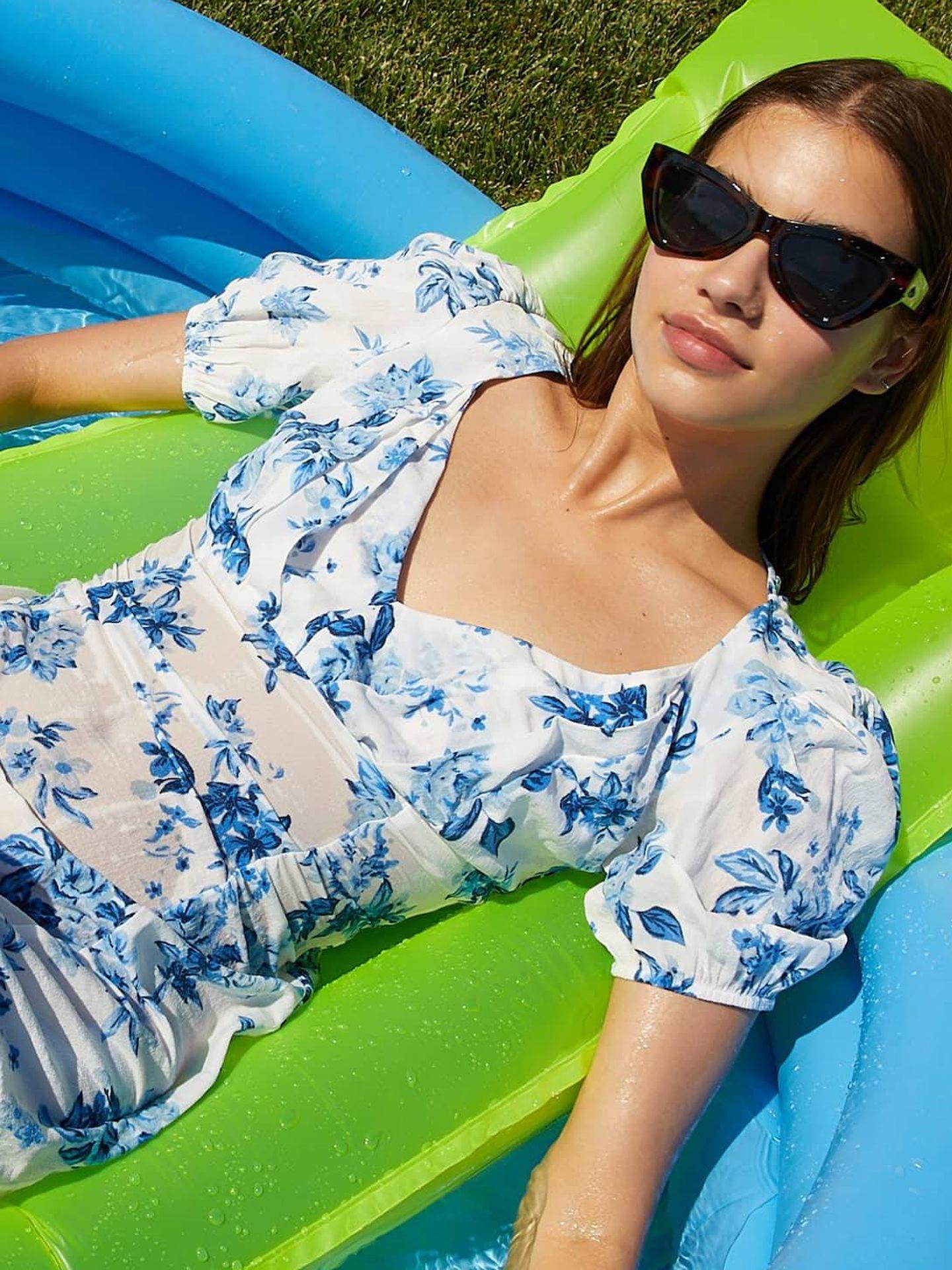 Vestido floral de Stradivarius para el verano. (Cortesía)
