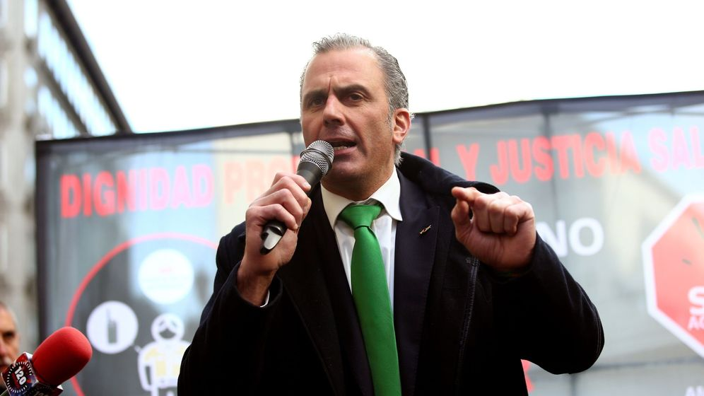 Foto: Javier Ortega Smith, con su corbata verde. (EFE)