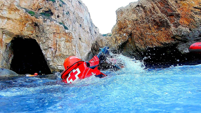 24 horas con el 'Equipo A' de los rescates en zonas rocosas y acantilados de España