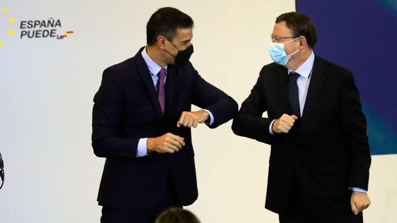 El presidente del Gobierno, Pedro Sánchez (i), y el de la Generalitat, Ximo Puig, en la presentación del plan de recuperación en Valencia. (EFE)
