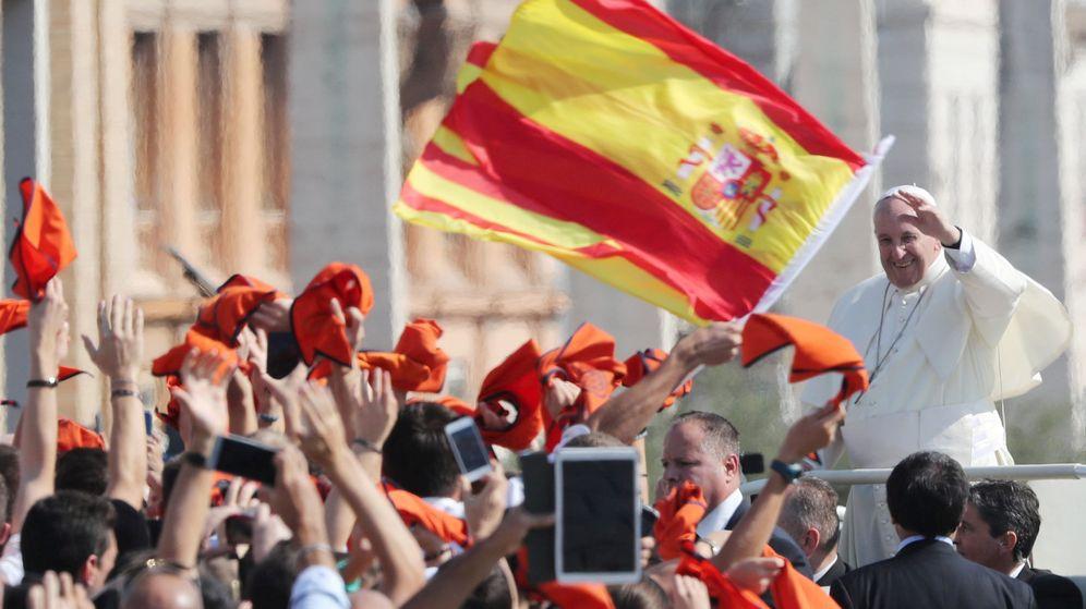 Foto: El papa Francisco saluda a varios seguidores. (Reuters)
