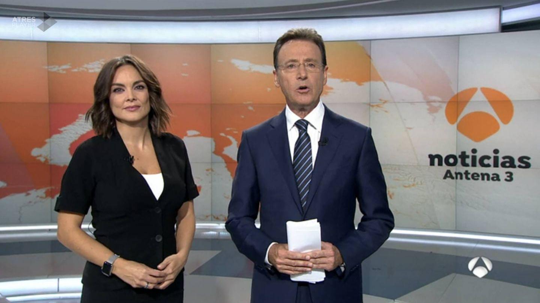 Mónica Carrillo y Matías Prats, presentadores de 'A3 noticias fin de semana'.