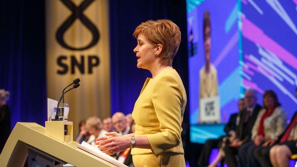 Foto: Sturgean interviene en la conferencia de su partido. (EFE)