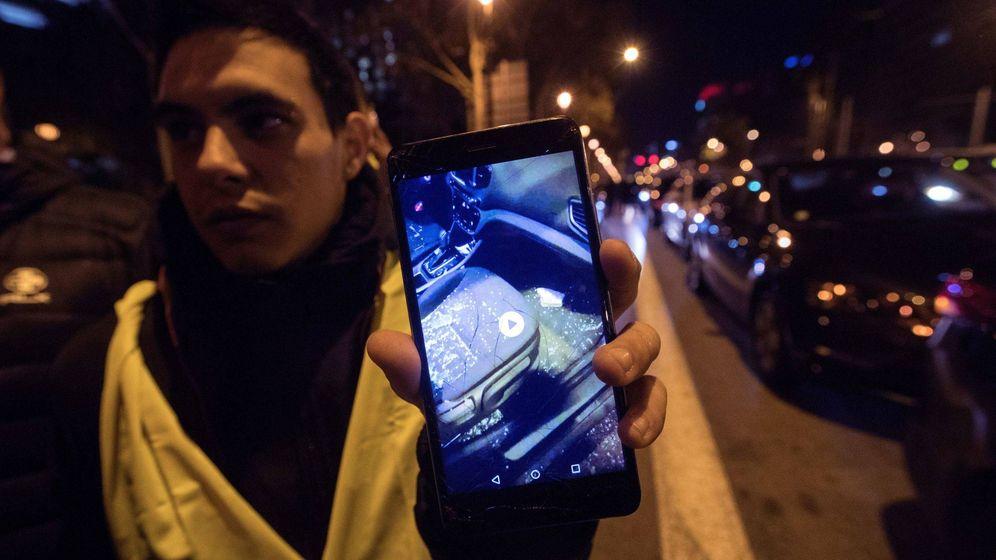 Foto: Los conductores de VTC han denunciado agresiones en sus coches estos días por parte de los taxistas. (EFE)