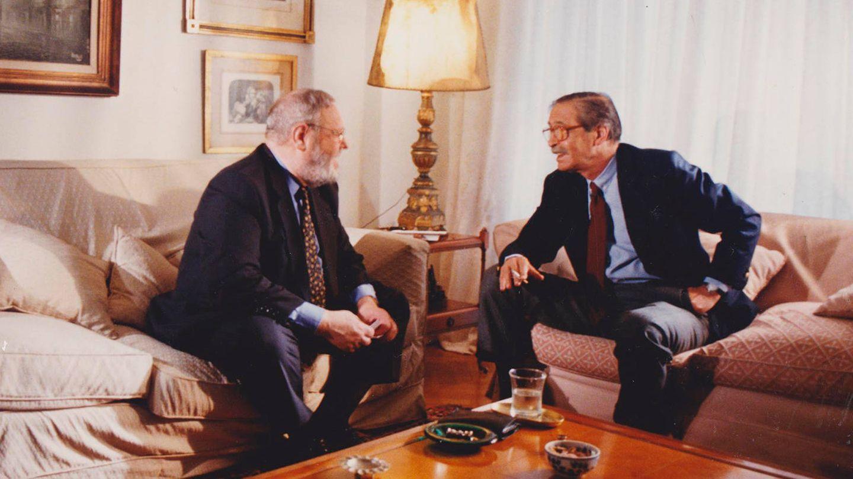Balbín con Julio César Strassera el fiscal argentino que llevó a los Tribunales a Videla y su gobierno.