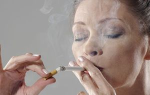 Por qué engordan los que dejan de fumar (y no es por comer más)