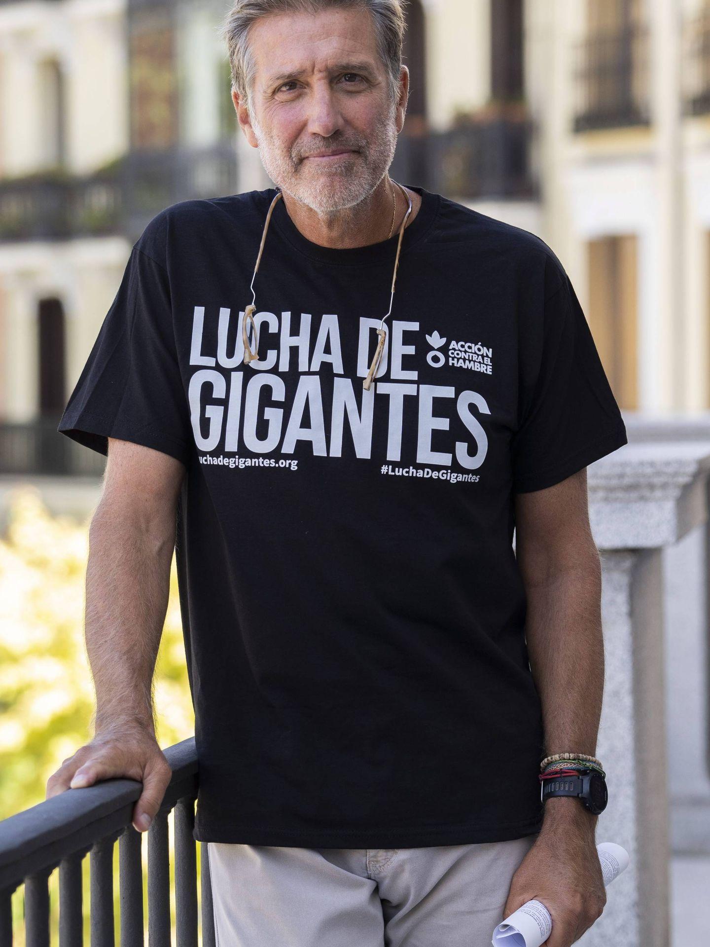 Emilio Aragón, que hoy cumple 60 años, presentando 'Lucha de gigantes' en el Teatro Real. (Cordon Press)