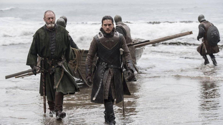 Imagen del tercer capítulo de la séptima temporada con Jon Nieve llegando a Rocadragón
