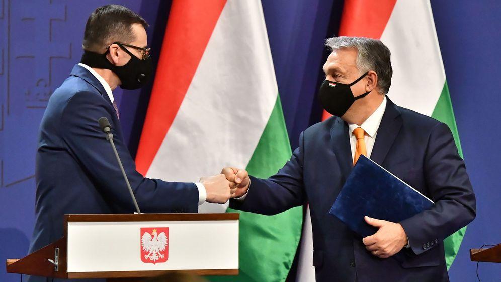 Foto: El primer ministro de Hungría, Viktor Orbán (d), y su homólogo polaco, Mateusz Morawiecki. (EFE)