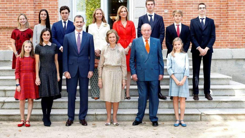 La familia al completo en el 80 cumpleaños de la reina Sofía. (EFE)