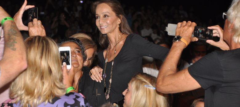 Foto: Isabel Preysler antes del concierto (Amparo de la Gama)