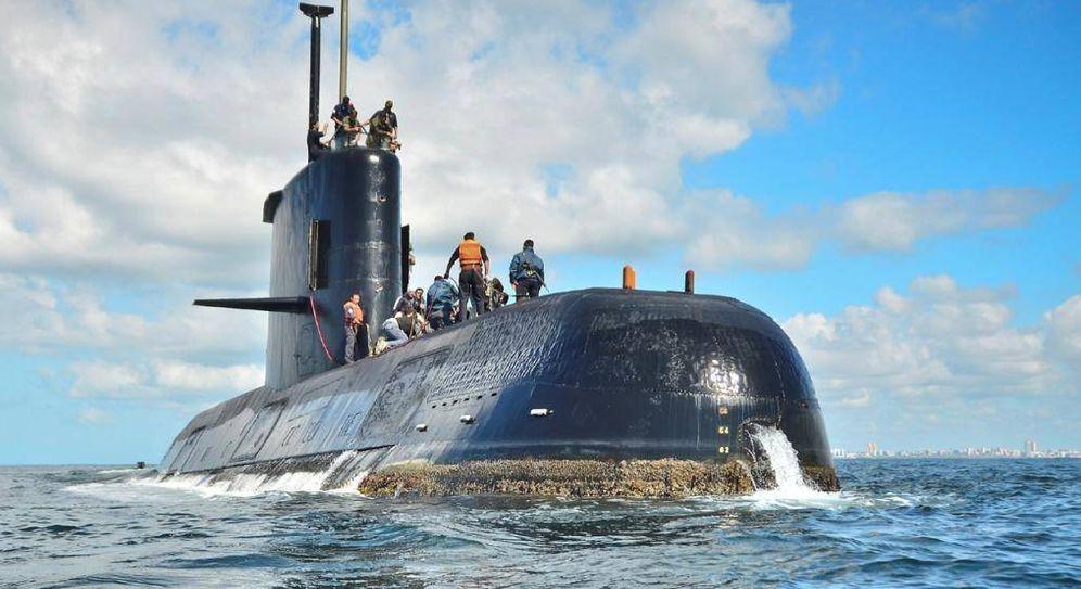 Foto: Fotografía sin fecha cedida por la Armada argentina que muestra el submarino desaparecido. (EFE)