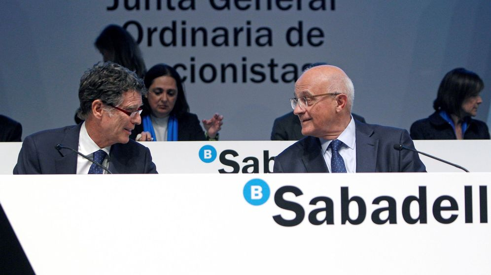 Foto: El Presidente de Banco Sabadell, Josep Oliu (d) y el Consejero Delegado, Jaime Guardiola (i),