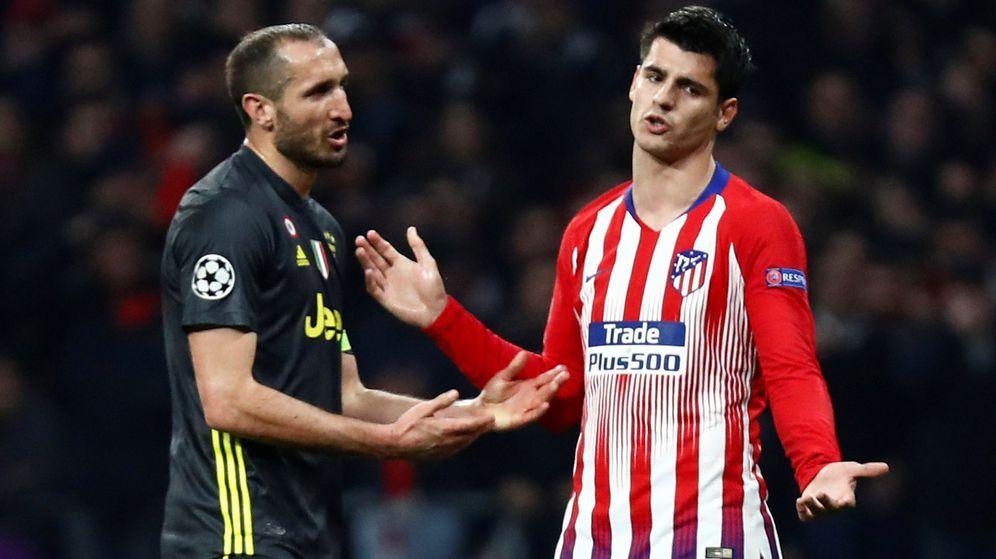 Foto: Morata marcó de cabeza, pero su gol fue anulado por un empujón previo a Chiellini. (Reuters)