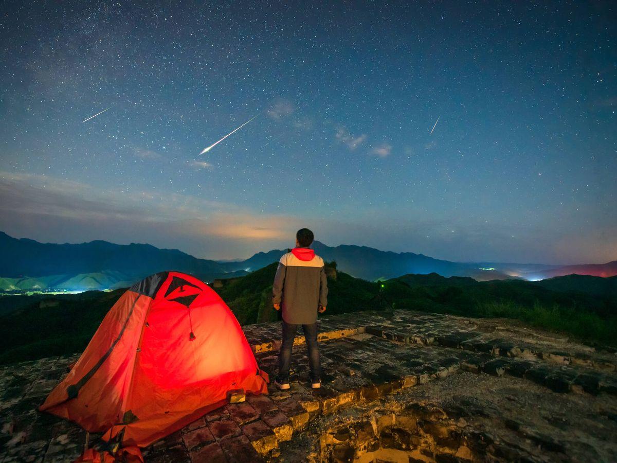 Foto: Cuándo y cómo ver la lluvia de estrellas de las Delta Acuáridas en su máximo (iStock)