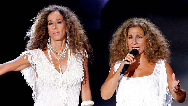 Rosario Flores y Lolita, cantando juntas. (Getty)
