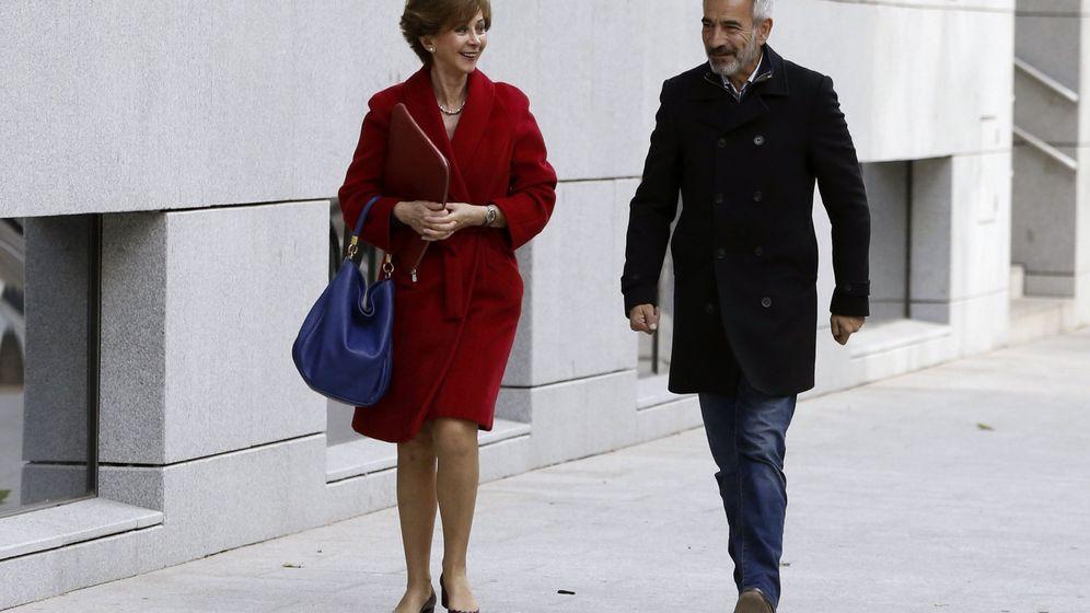 Foto: El actor Imanol Arias, a las puertas de la Audiencia Nacional antes de su declaración, el pasado 10 de mayo. (EFE)