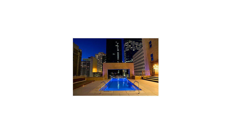 Las piscinas m s altas del mundo for Follando en la piscina del hotel