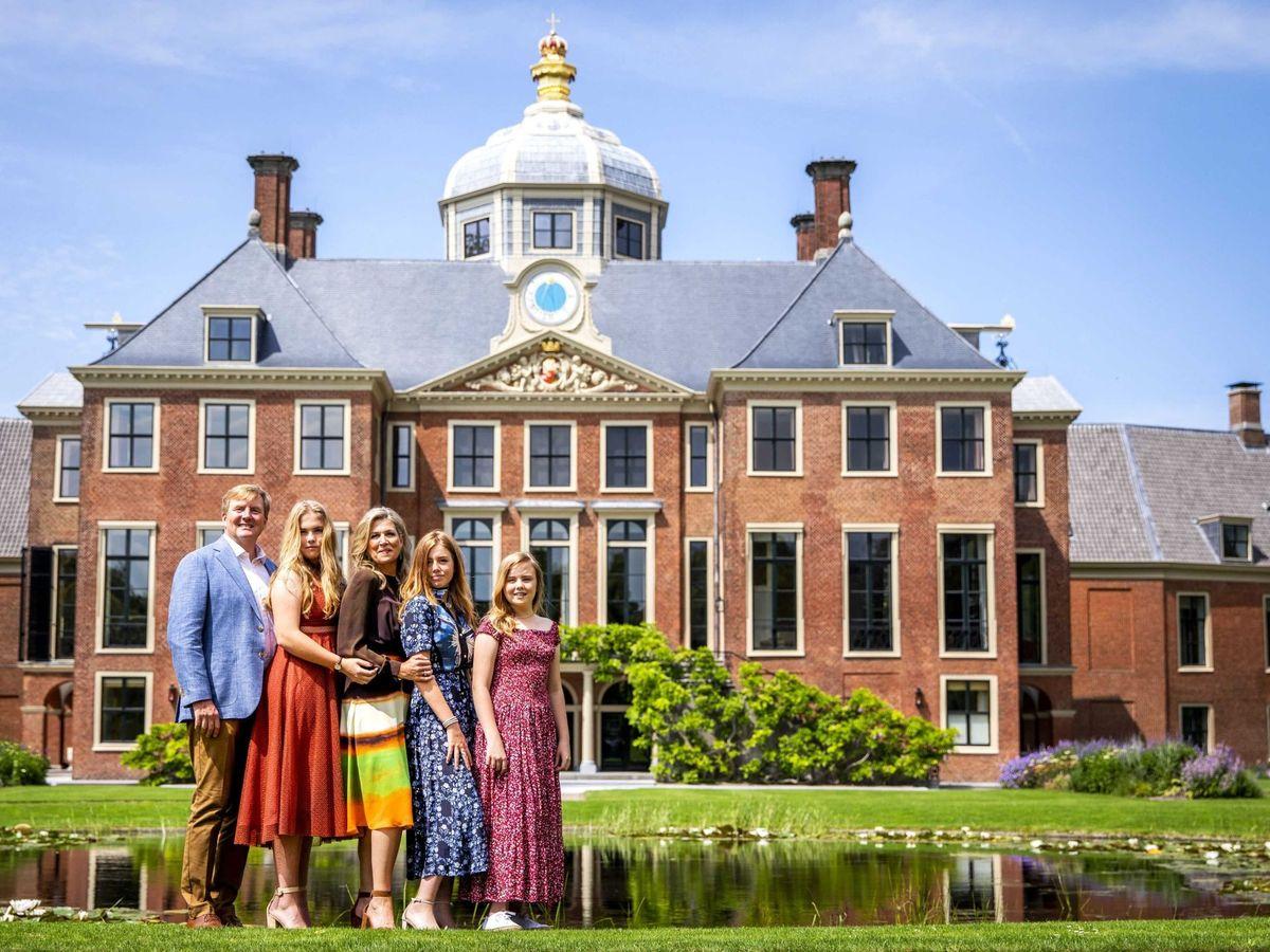 Foto: La familia real, posando frente al palacio de Huis ten Bosch. (EFE)