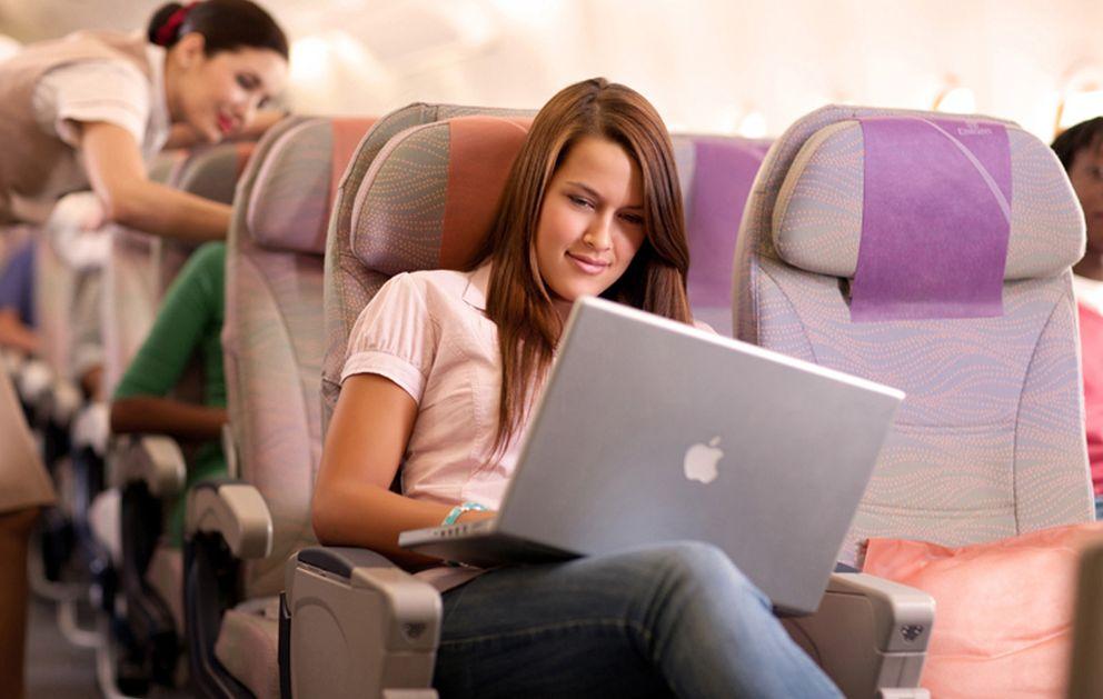 ¿Compraste tu billete de avión por internet? Estos son tus derechos