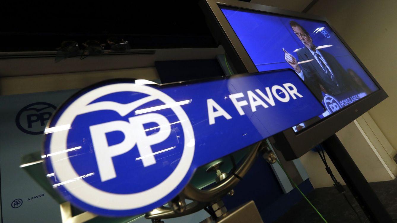 Foto: Monitor instalado en la sala de prensa de la sede del PP en la calle Génova de Madrid. (EFE)