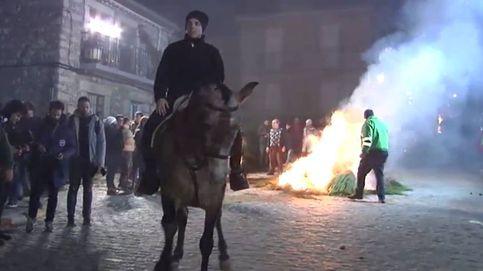 Caballos y fuego en la tradicional fiesta de las Luminarias