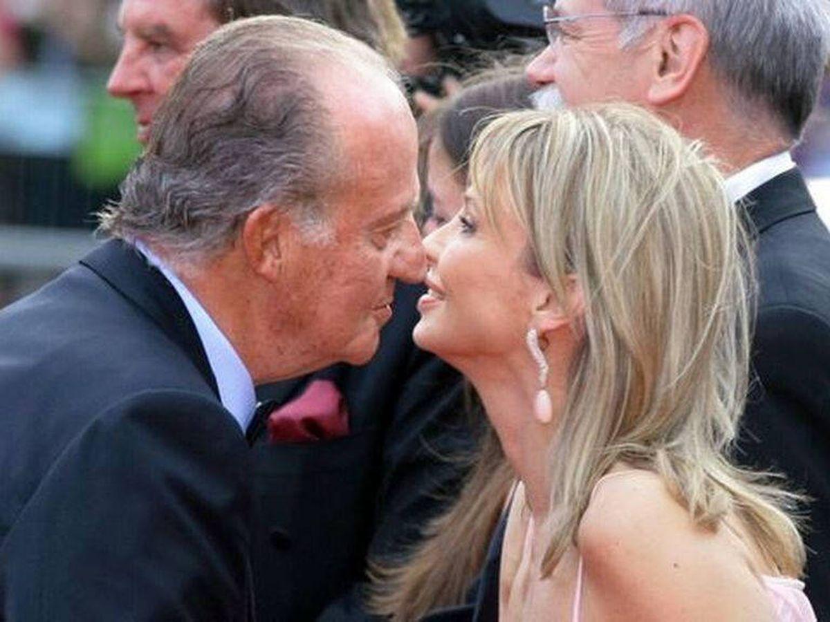 Foto: El rey Juan Carlos saluda a Corinna Larsen. (EFE)