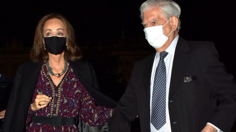 Isabel Preysler y Mario Vargas Llosa, en el estreno. (CP)