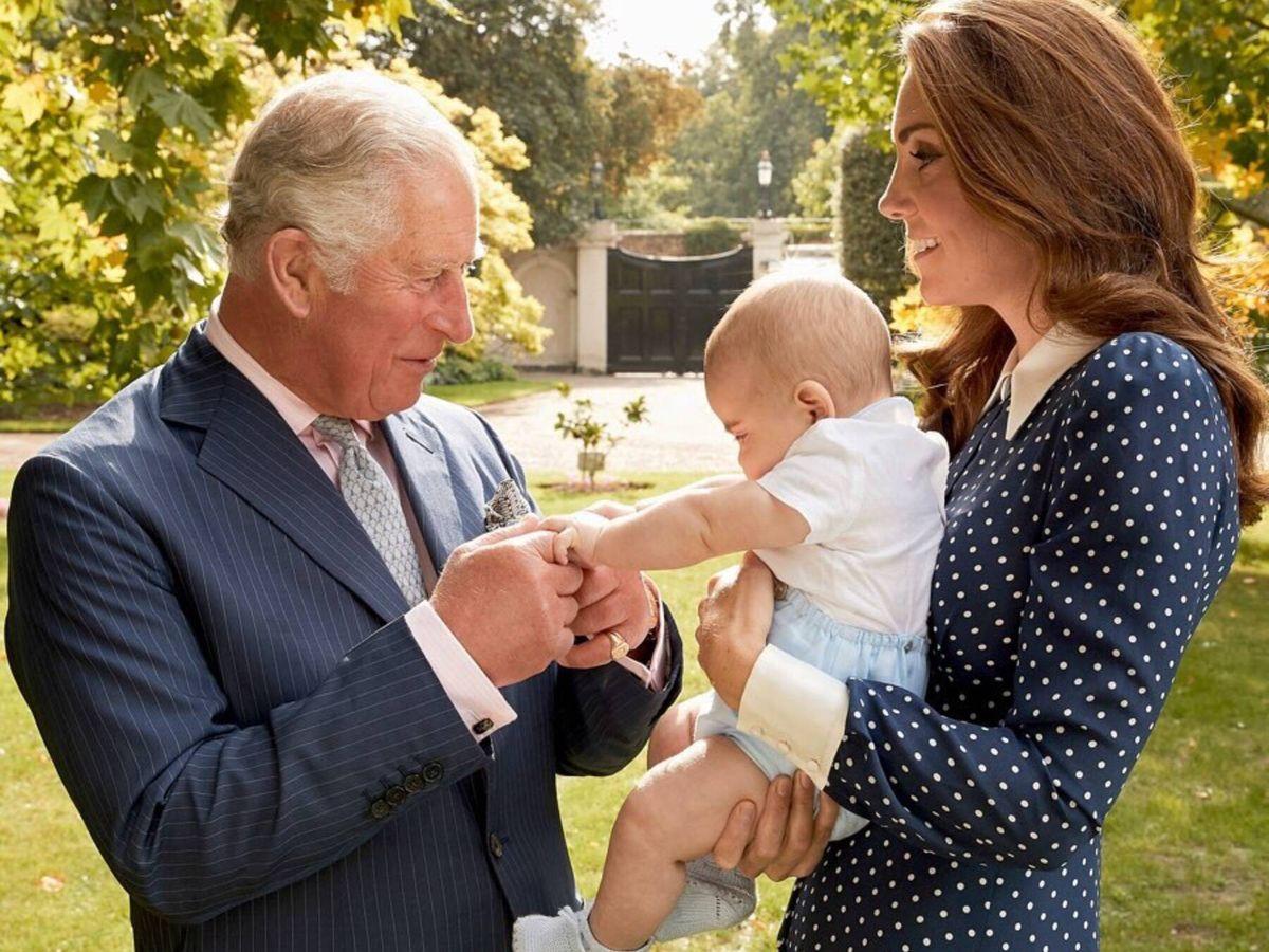 Foto: El príncipe Carlos, con su nieto Louis y Kate Middleton. (Instagram @dukeandduchessofcambridge)