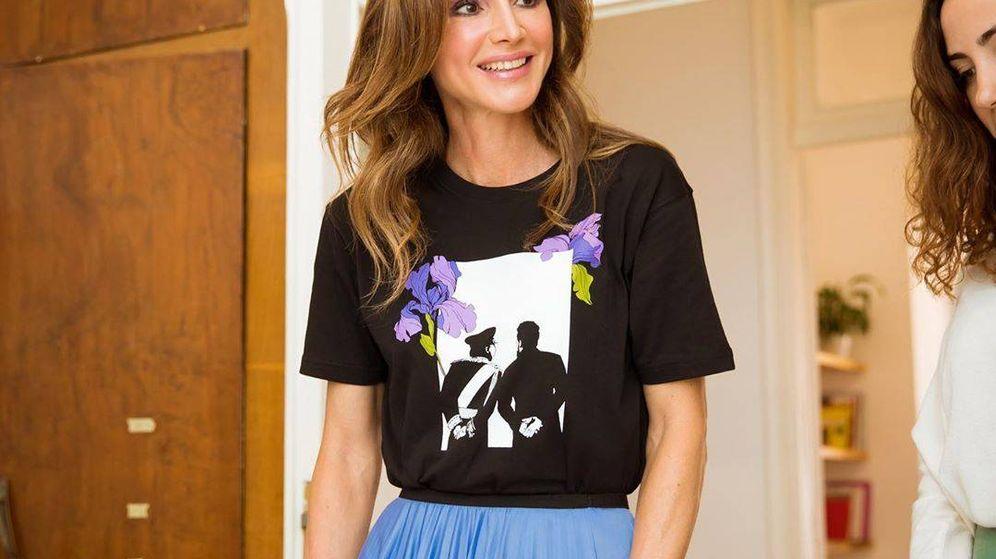 Foto: La reina Rania de Jordania con su camiseta promocional. (@queenrania)