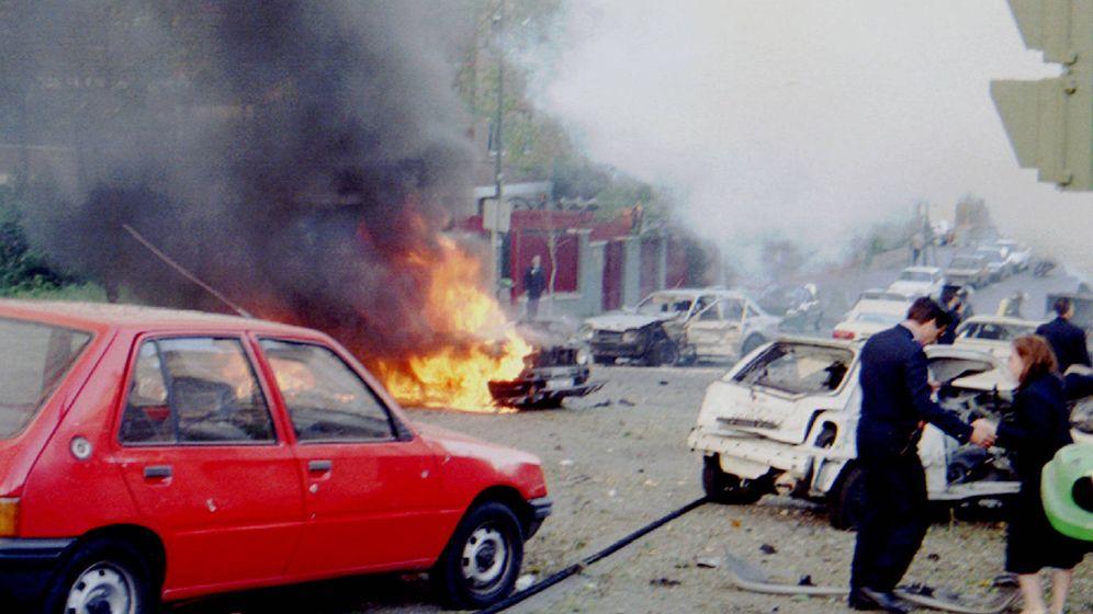 Foto: Imagen del coche bomba con el que ETA trató de atentar contra José María Aznar. (Reuters)