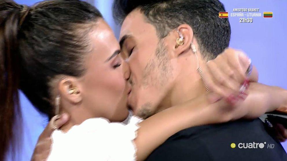 Sofía Suescun y Kiko Jiménez sellan su amor en presencia de Maite Galdeano