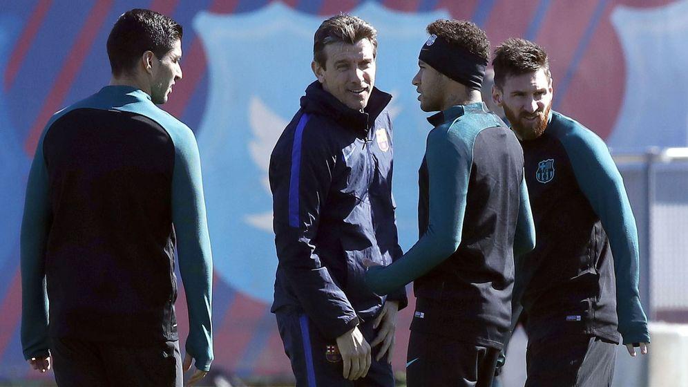 Foto: Juan Carlos Unzué con Suárez, Neymar y Messi. (EFE)