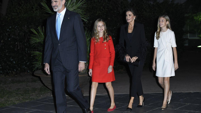 La familia real, haciendo su entrada en el Palacio de Congresos. (Limited Pictures)