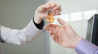 Si compro casa a plazos, ¿puede el dueño pedirme todos los pagos en metálico?