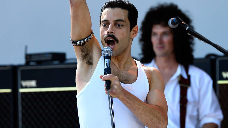 Rami Malek es Freddie Mercury en 'Bohemian Rapsody'. (Fox)
