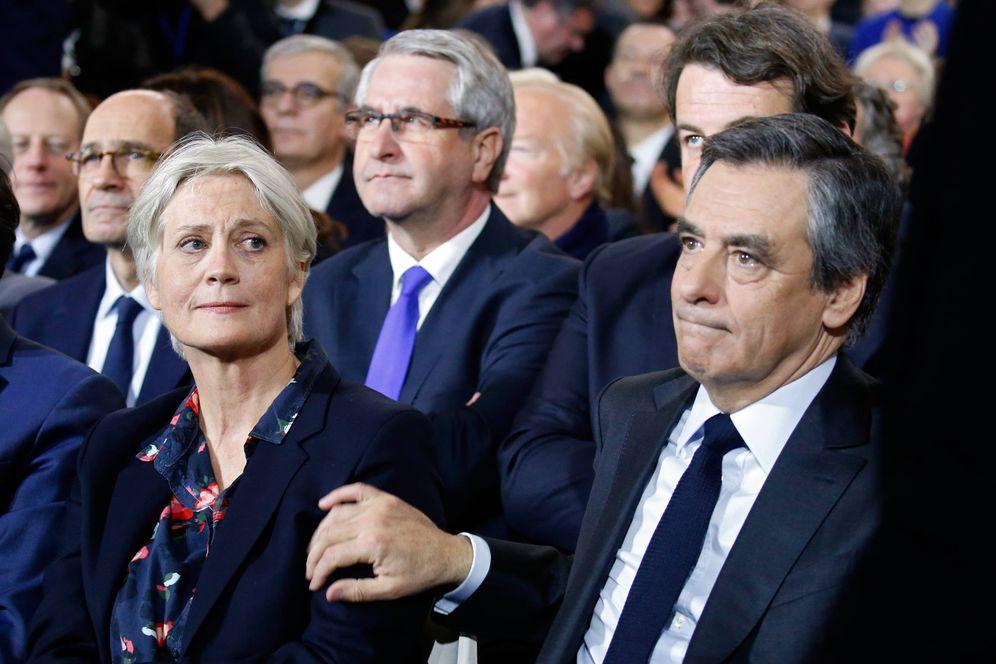 Foto: Francois Fillon junto a su mujer Penelope durante un mitin de campaña en París, el 29 de enero de 2017 (Reuters).