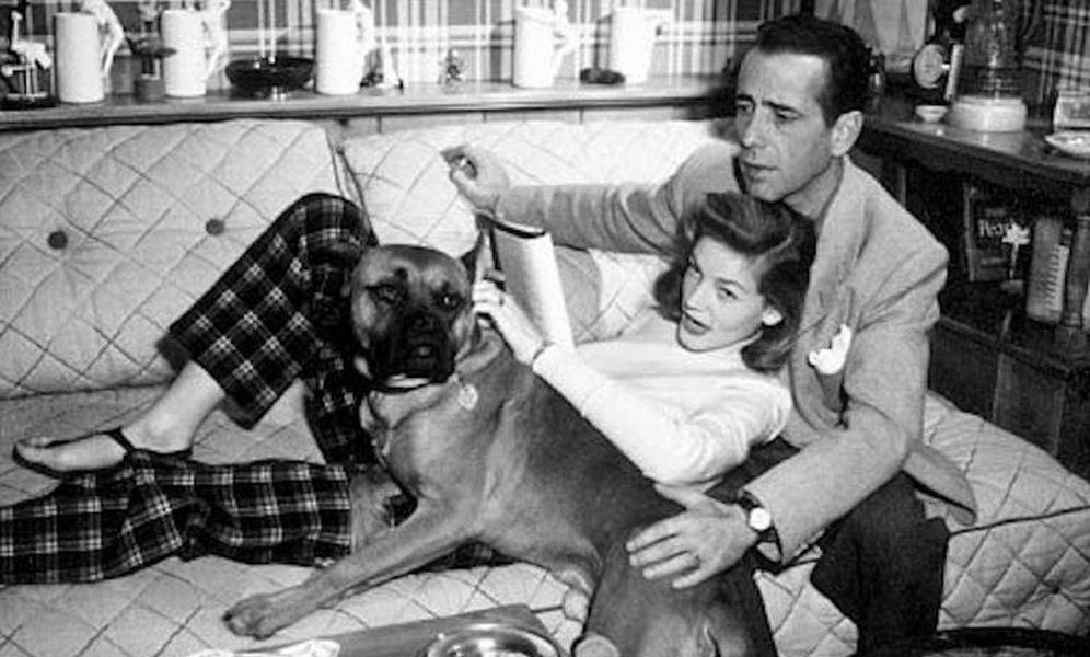 Foto: Bacall y Bogart con su perro. (Reuters)