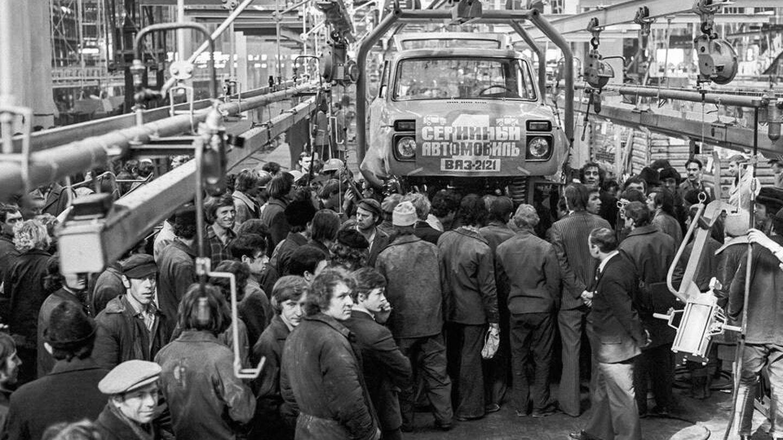 El nacimiento del VAZ 2121, o Lada Niva, fue un acontecimiento para el país. Por fin un vehículo propio adaptado al medio rural y los duros inviernos.