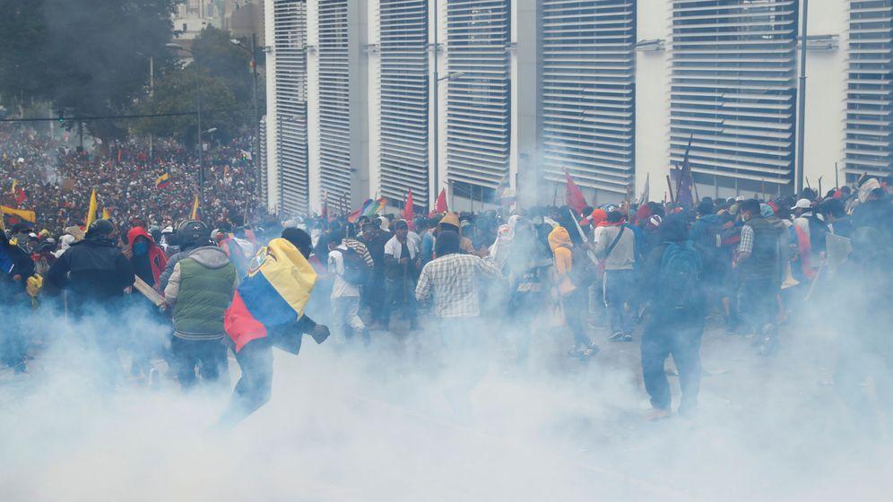 Foto: Protestantes en una imagen en Quito este martes. (Reuters)