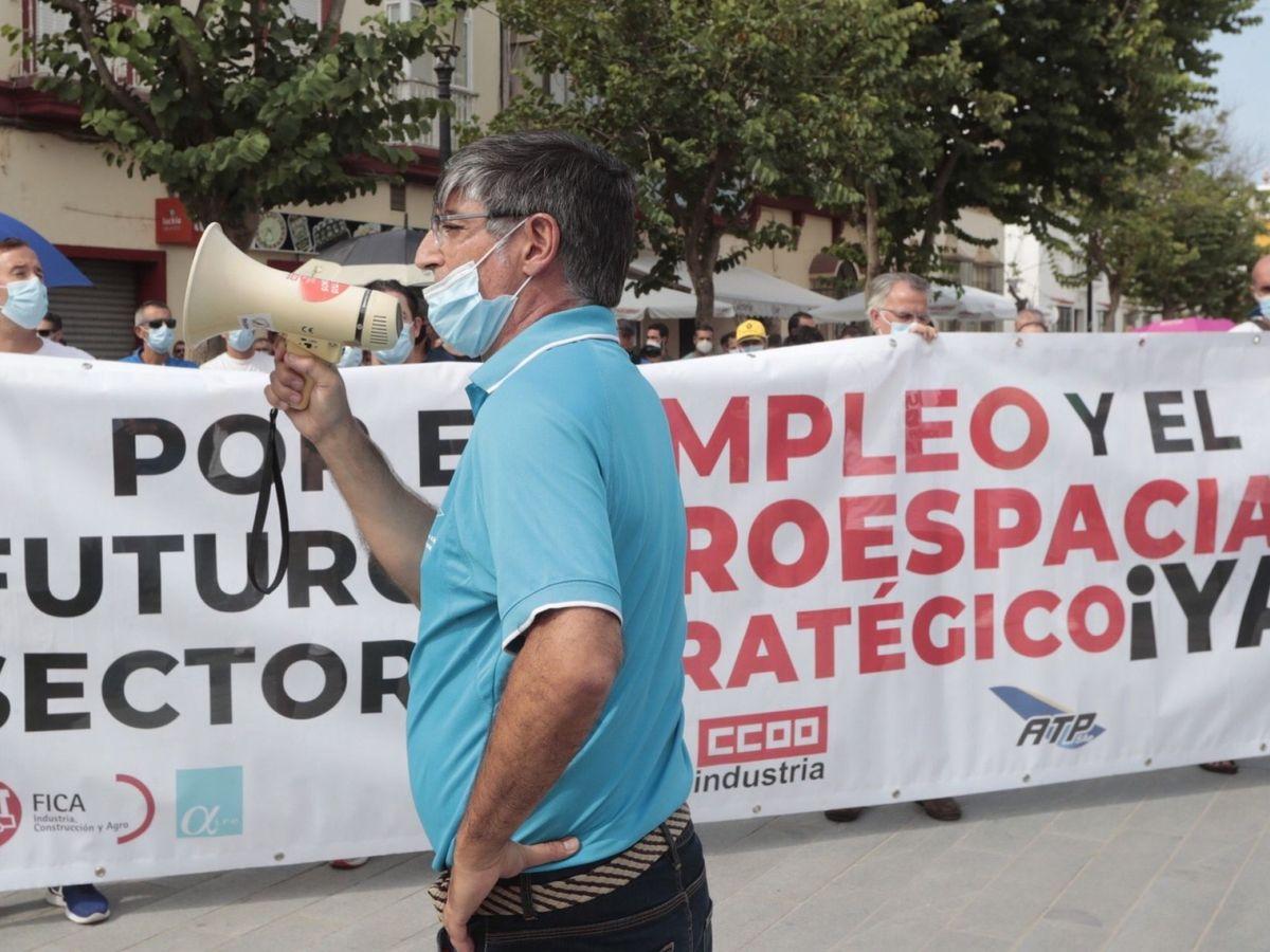Foto: Los trabajadores del sector aeroespacial de la bahía de Cádiz, durante una protesta. (EFE)