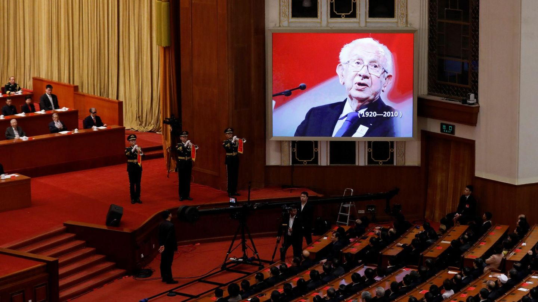 China homenajea al expresidente del COI, el español Juan Antonio Samaranch, por su contribución al proceso de reforma y apertura del país (EFE)
