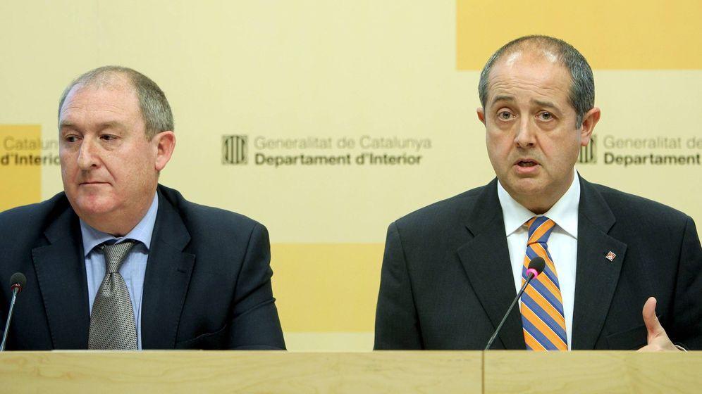 Foto: Felip Puig (d), acompañado de Joan Aregio. (EFE)