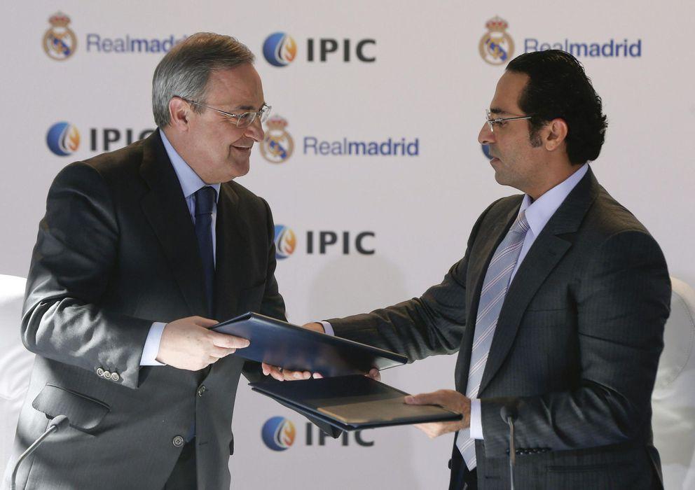 Foto: Florentino Pérez junto a el director ejecutivo de IPIC, Khadem Abdullah al-Qubaisi.