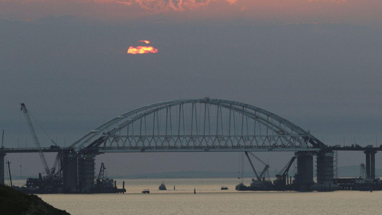 Foto: El puente que une la ciudad de Kerch, en Crimea, donde se ha producido el atentado, con el territorio de Rusia. (Reuters)