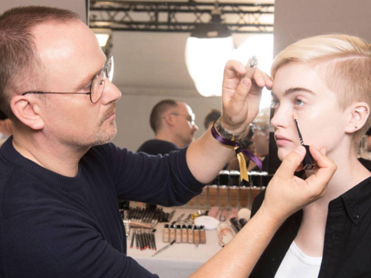 Foto: Peter Philips, director creativo y de imagen de Dior Makeup, en acción. (Cortesía)