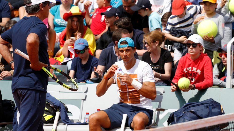 Foto: Rafa Nadal y su tío Toni durante un entrenamiento. (REUTERS)