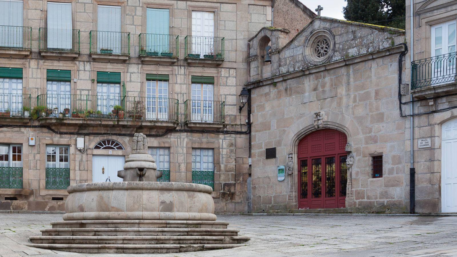 Foto: Capilla de San Cosme y San Damián en el casco antiguo de Ourense.