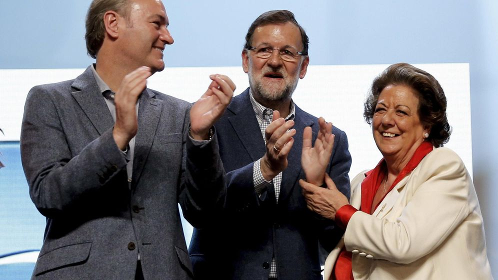 Foto: El presidente del Gobierno y del PP, Mariano Rajoy, junto a Rita Barberá y Alberto Fabra. (Efe)