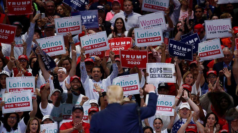 Foto: Donald Trump saluda a sus partidarios en un mítin. (EFE)